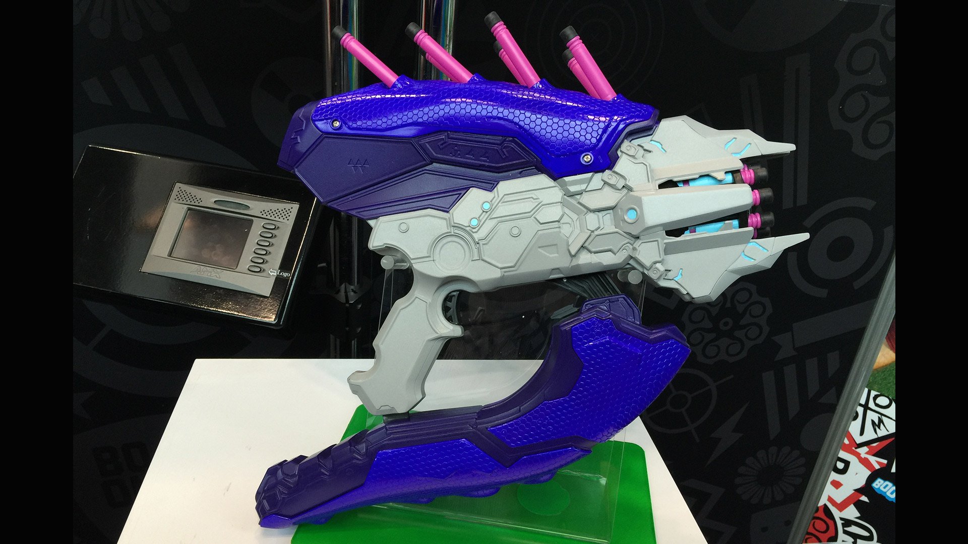More halo Blasters from BOOMco. A different variation (blue handle) of  plasma gun